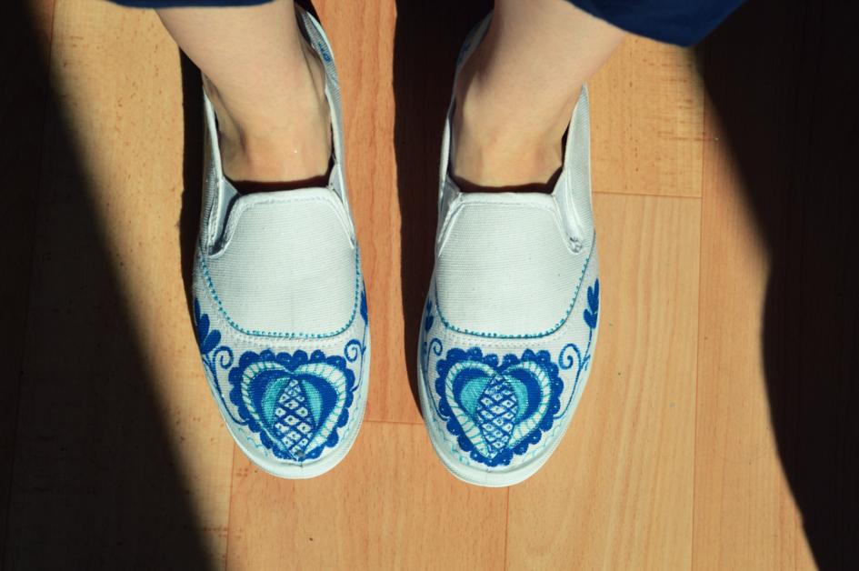 91ac36180db1 Maľované topánky s ľudovým vzorom